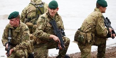دیلی اکسپرس: انگلیس به صورت محرمانه تعدادی نیروی نظامی ویژه خود را به خلیج فارس اعزام کرد